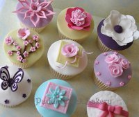 An example of some cupcakes created on a cupcake class