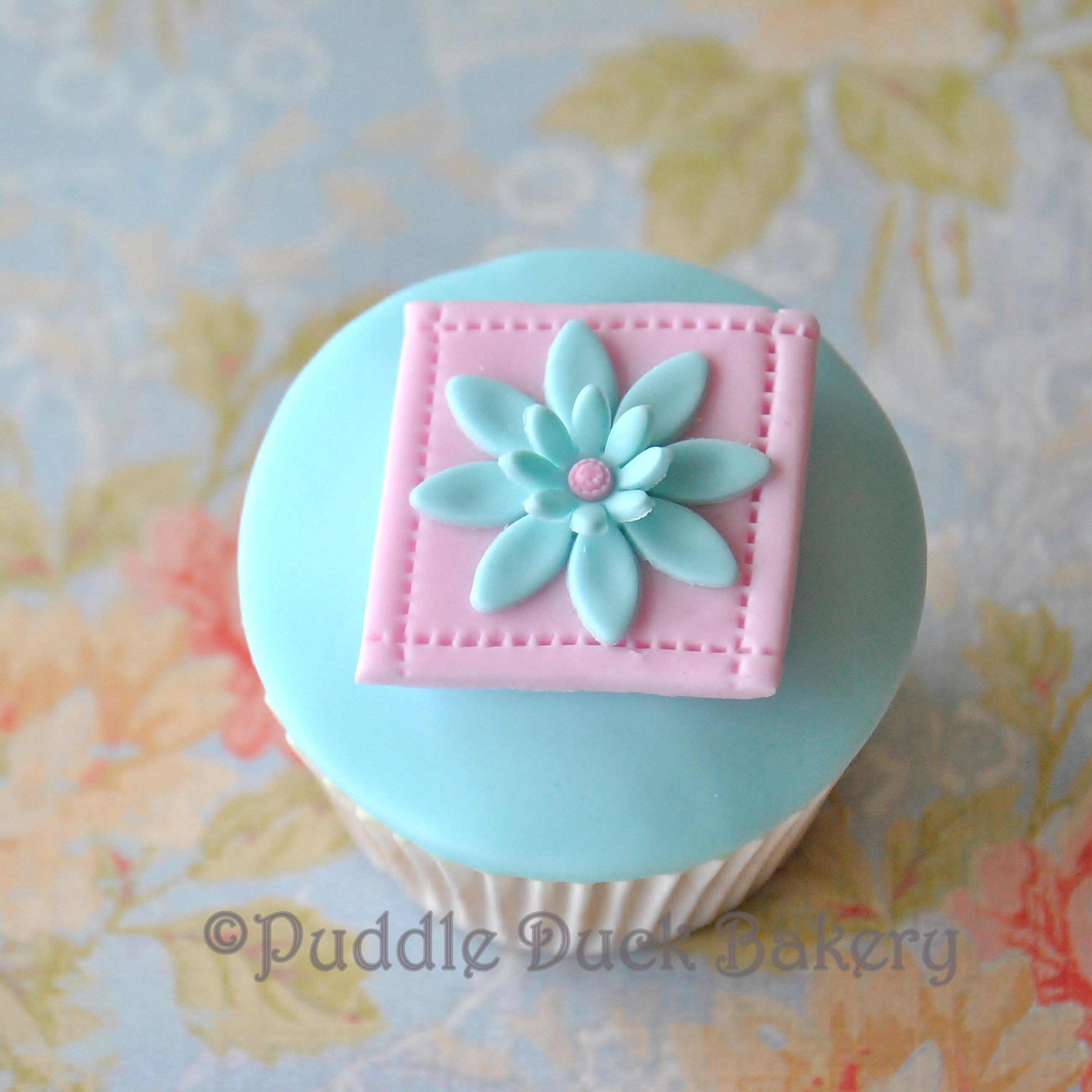An elegant flower on a cupcake