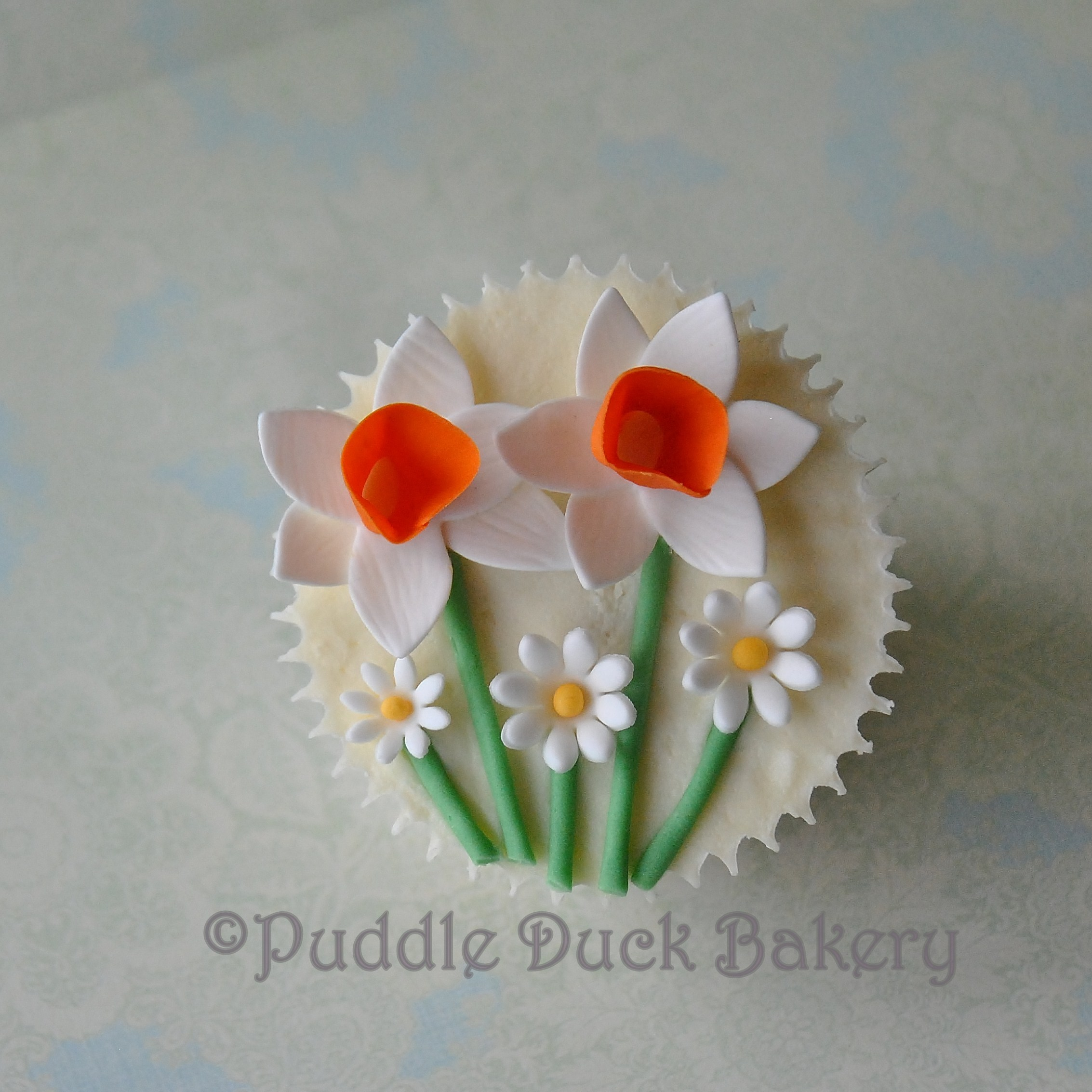 An example of daffodils on a cupcake